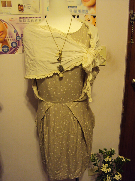 白色春天絲巾~490元