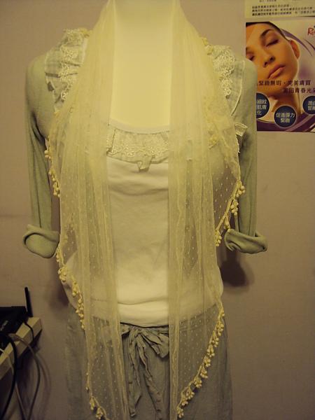 白色絲巾~390元
