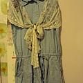 牛仔褲裙連身洋裝690元/絲巾490元