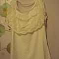 氣質虆絲白色上衣~590元
