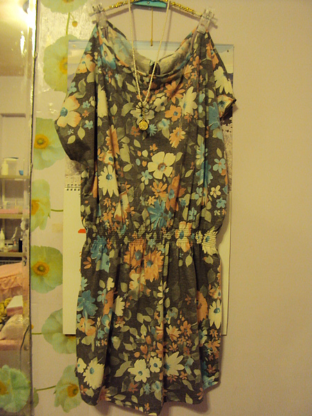 灰色棉質洋裝~1380元