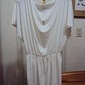 白色氣質雪紡紗上衣~590元