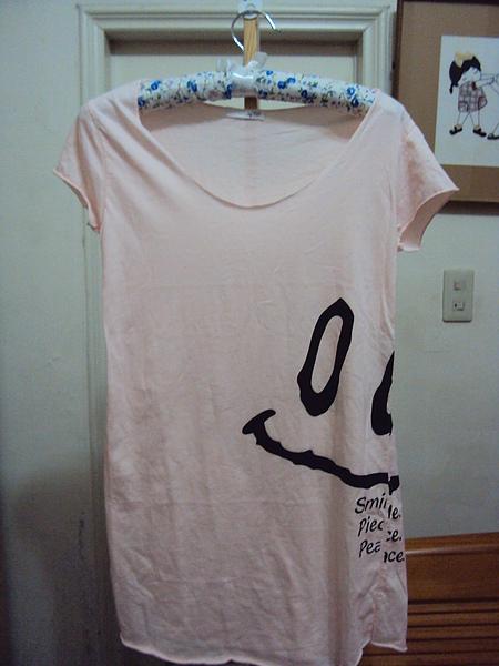 粉色微笑上衣~590元