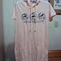 迪士尼粉色帽T洋裝~590元