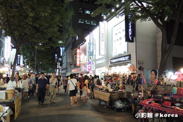 韓國自由行-第二天-10.明洞 Myeongdong商圈夜市小吃.jpg