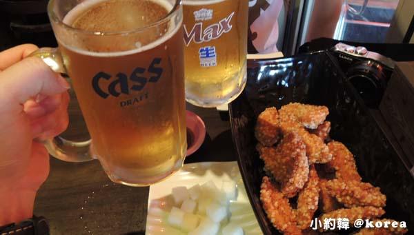 韓國自由行 橋村炸雞Kyo Chon Cass生啤酒.jpg