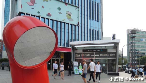 U-PLEX現代百貨新村地鐵站2號出口.jpg