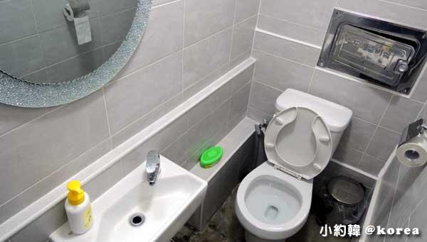 梨花女子大學附近The Bbalbong韓國料理平價學生食堂-廁所.jpg