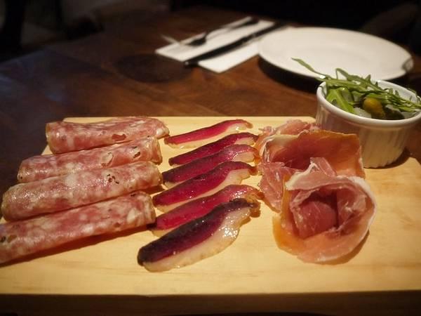 冷肉盤-自製風乾鴨胸、帕瑪火腿、沙拉米腸.JPG