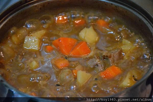 12-09-08帥哥主廚到我家台灣版之日式咖哩 039