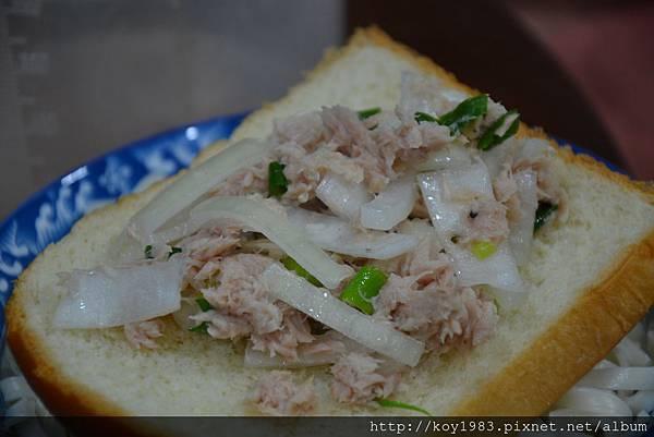 12-10-07青蔥鮪魚洋蔥沙拉 021