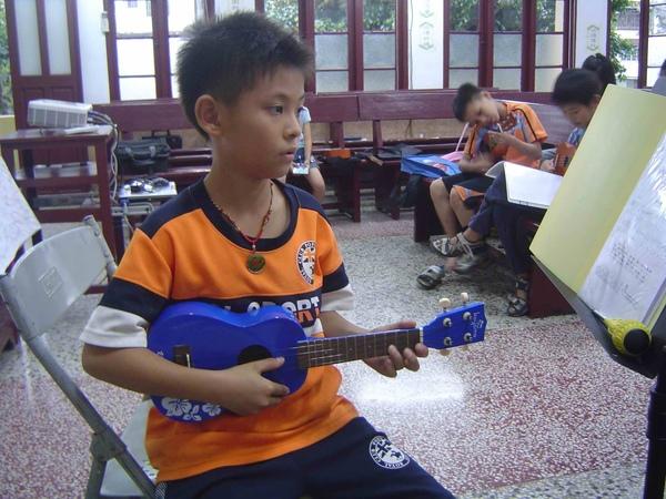 烏克麗麗 ukulele kids.jpg