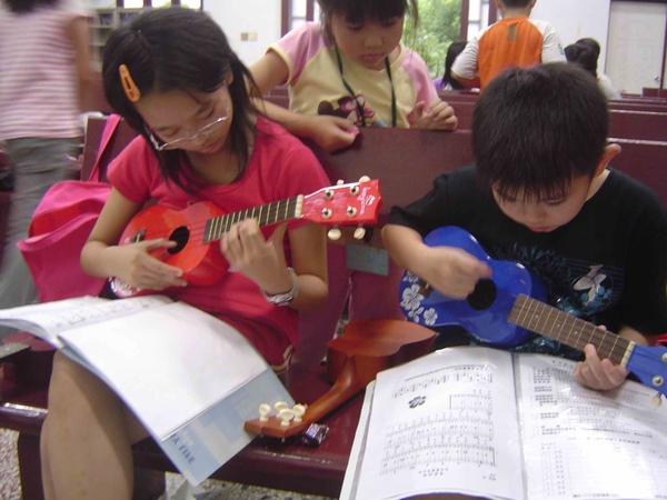 烏克麗麗 ukulele kids2.jpg