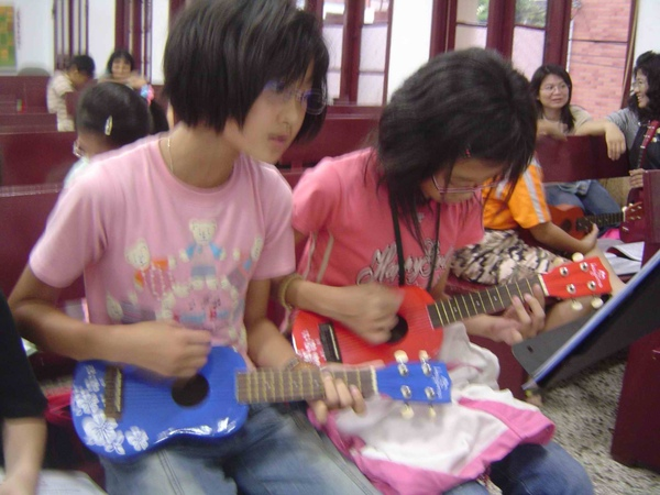 烏克麗麗 ukulele kids3.jpg