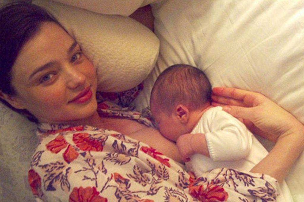 miranda-kerr-breast-feeding-210095210.jpg