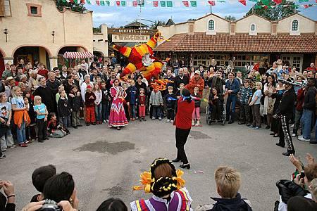 來自墨西哥比娘大的聖誕體驗 Piñata with  XMAS Market .jpg