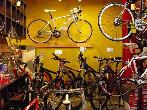 從單車陳列方式可看出老闆的巧思.JPG