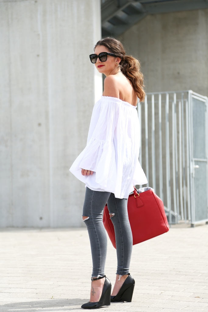 outfit-ripped-jeans-off-shoulder-top-kurt-geiger-wedges.jpg