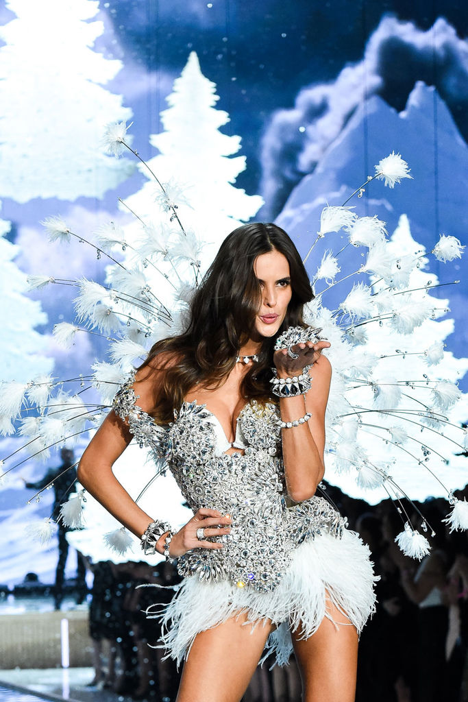 izabel-goulart-wears-look-made-with-swarovski-crystal-at-vsfs-4.jpg