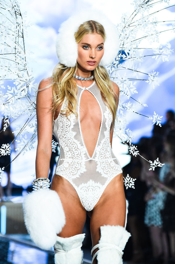 Elsa-Hosk-wears-look-made-with-Swarovski-crystal-at-VSFS-7
