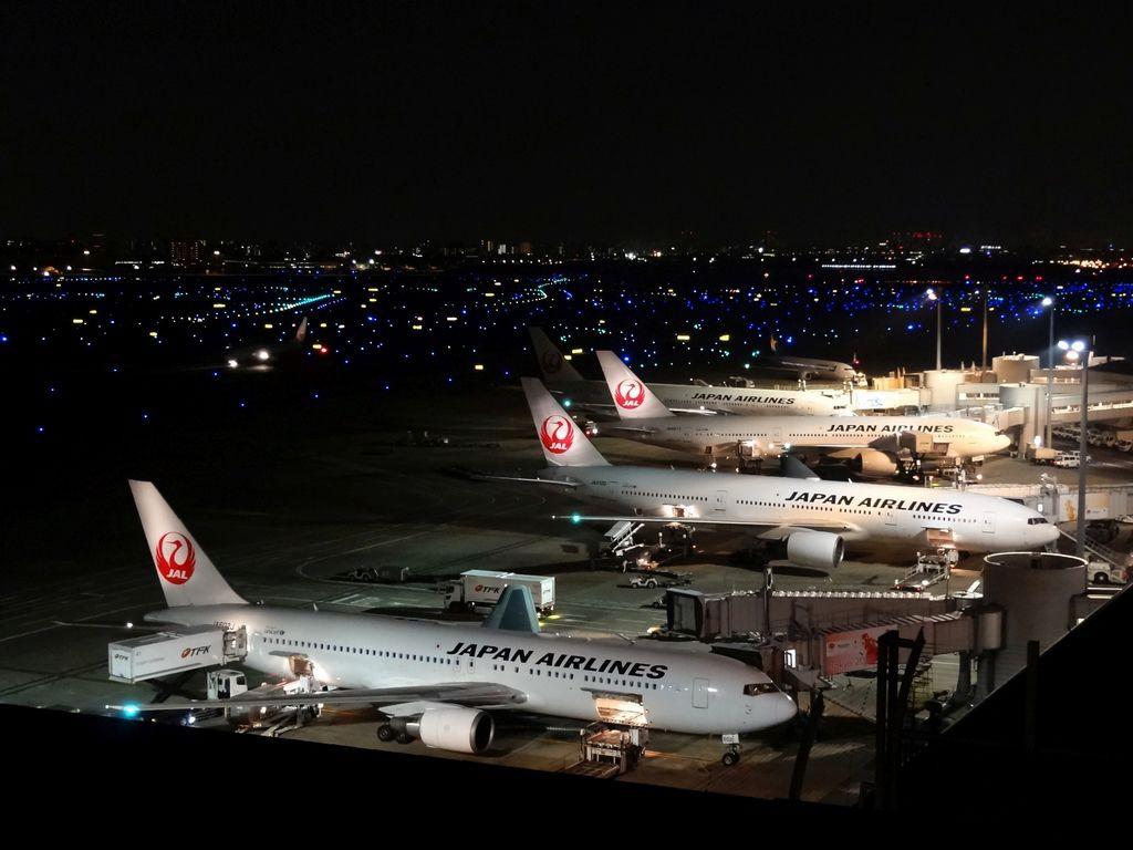 Haneda_Airport_T1_Night_View