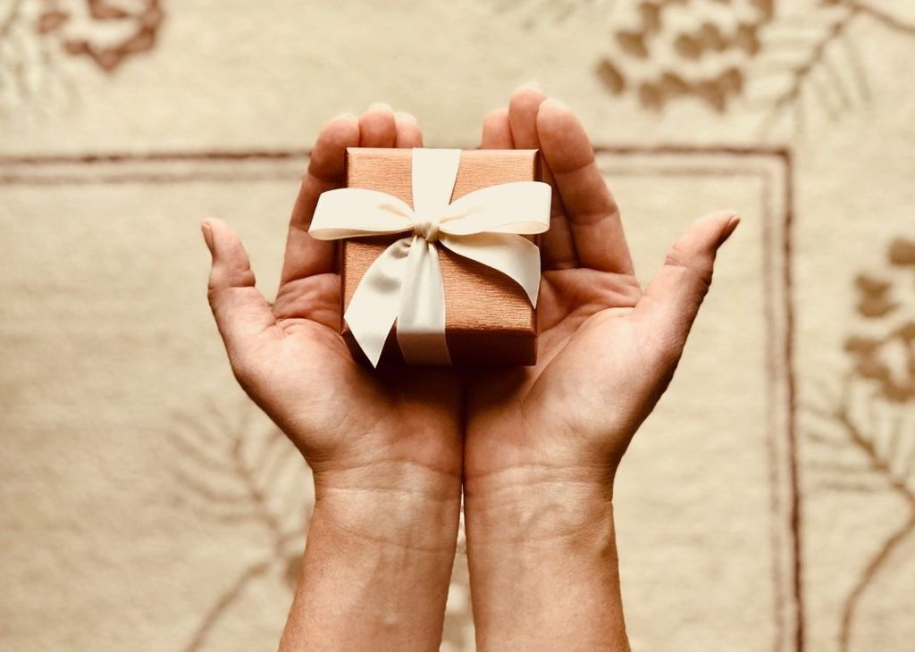 box-close-up-gift-842876-1068x761
