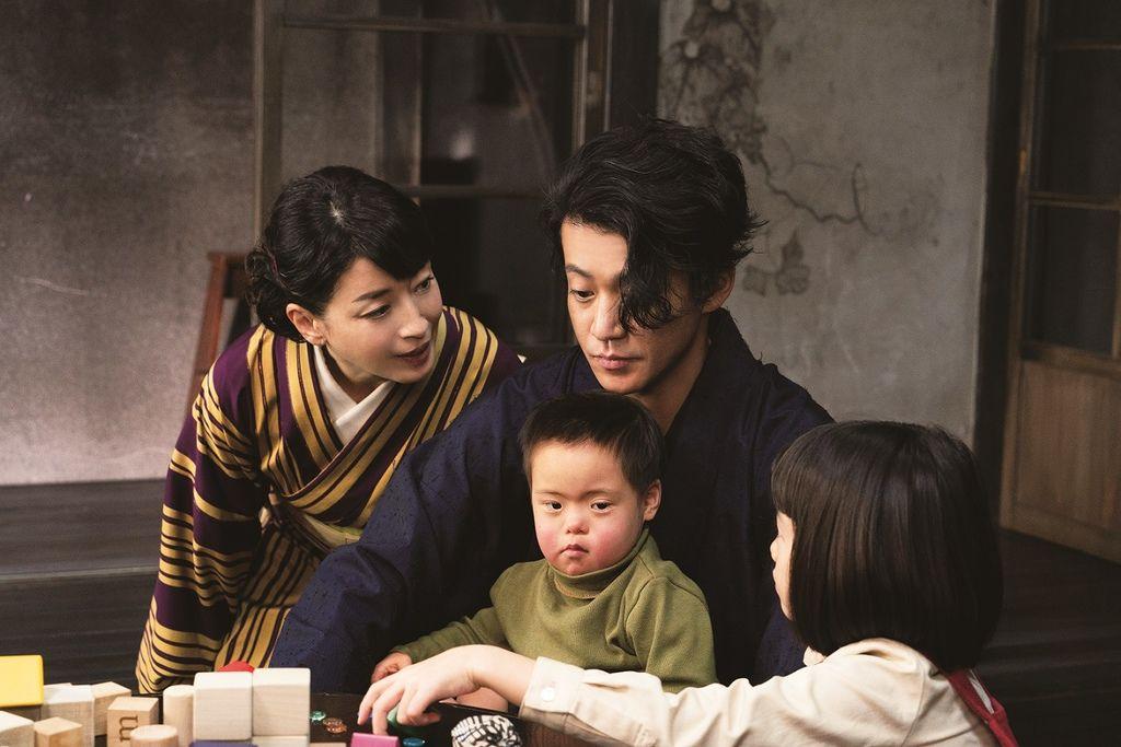 人間失格:太宰治與他的3個女人_新聞稿照01_宮澤理惠劇中飾演太宰治的妻子「美知子」