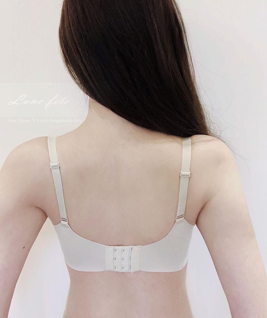 Aor More 專屬妳的內在閨蜜 推薦款:安娜的裙擺 漫步在雲端般的柔軟舒適 法式時尚集中托高 微露誘人深藏乳溝~IMG_2472.JPG