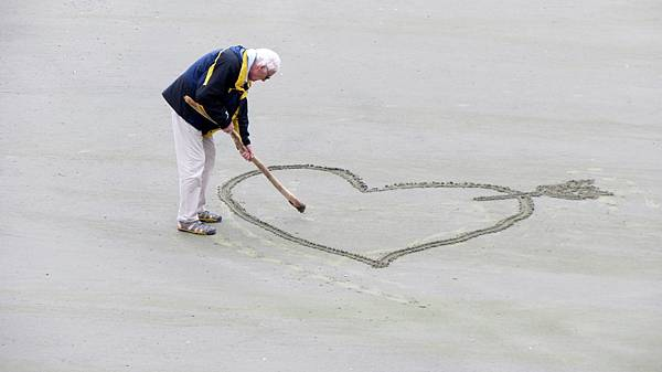 love-old-people-the-heart-of-pension-160936.jpeg
