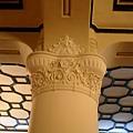 中山堂:柱飾