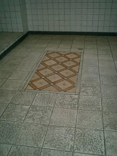 中山堂:地板拼磚