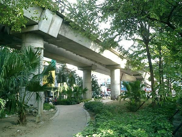高架橋下:劍潭