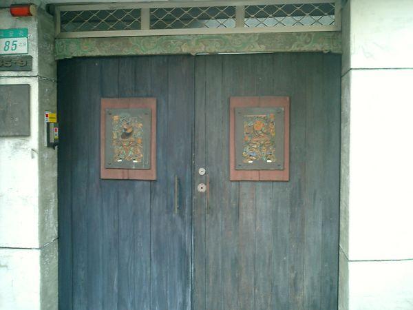 淑滿姐家對面的大門