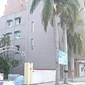 完成拉皮工程之後綜合大樓側觀.JPG