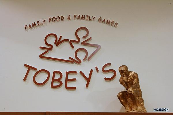 高雄TOBEYS遊戲咖啡館-招牌跟Logo