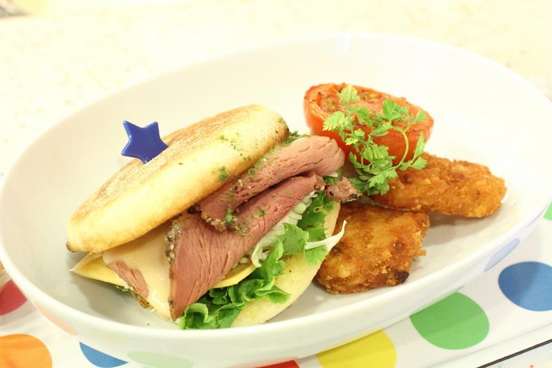 N訪美國派-黃石公園!一早就吃牛肉堡。(99元含漢堡+生菜沙拉+飲料)