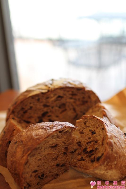 吳寶春酒釀桂圓麵包