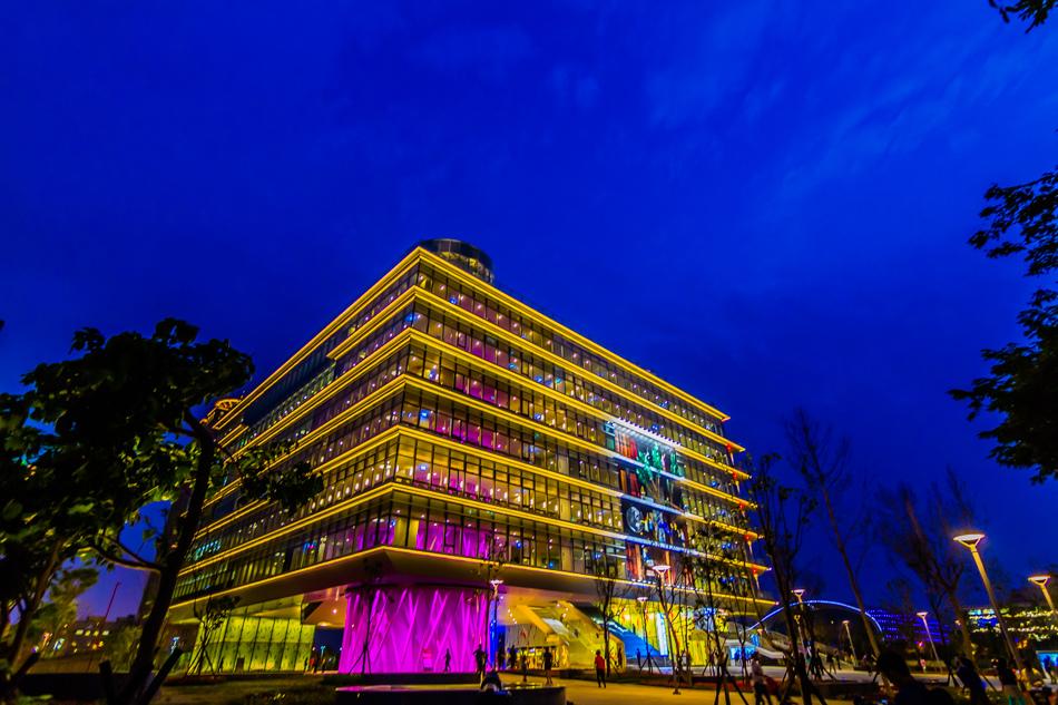 高雄新市立圖書總館夜景