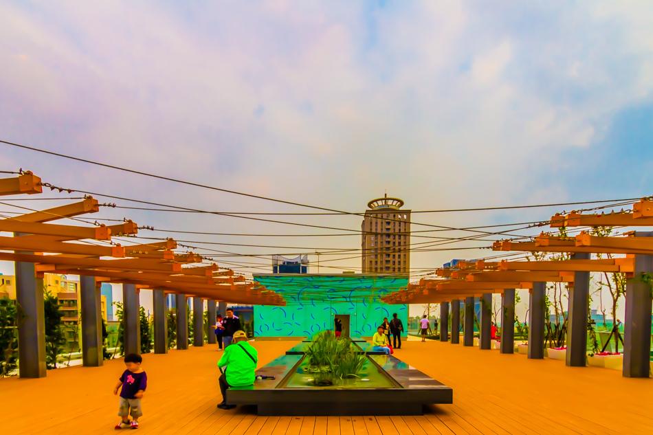 高雄新市立圖書總館-空中花園