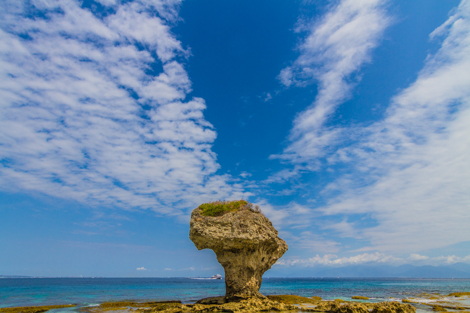 小琉球旅遊-花瓶岩與旅客服務中心