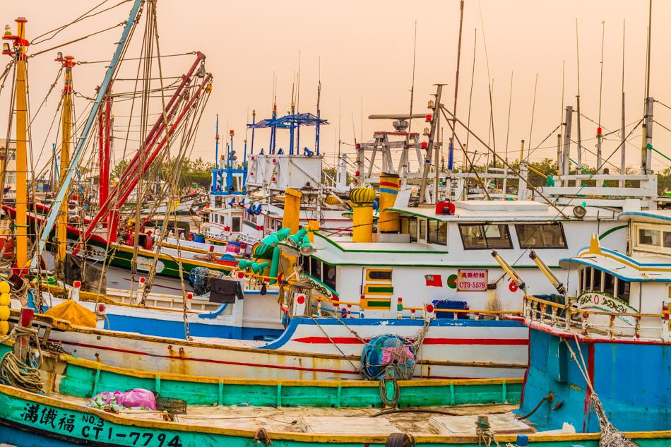 蚵仔寮港觀光魚市