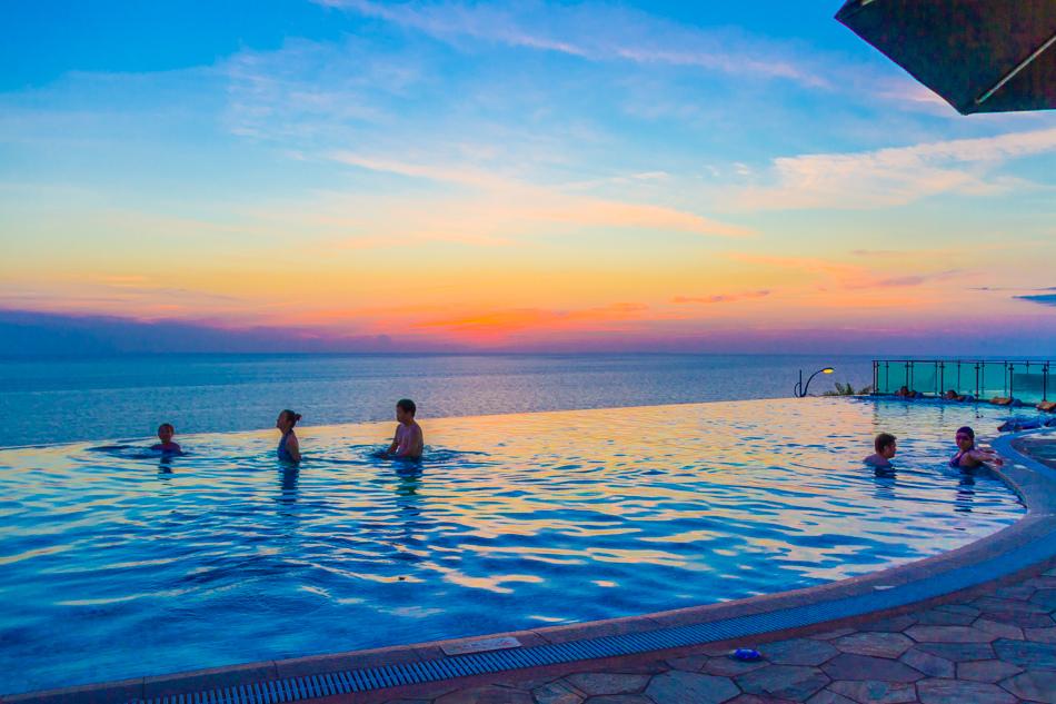 屏東旅遊-H會館無邊際游泳池