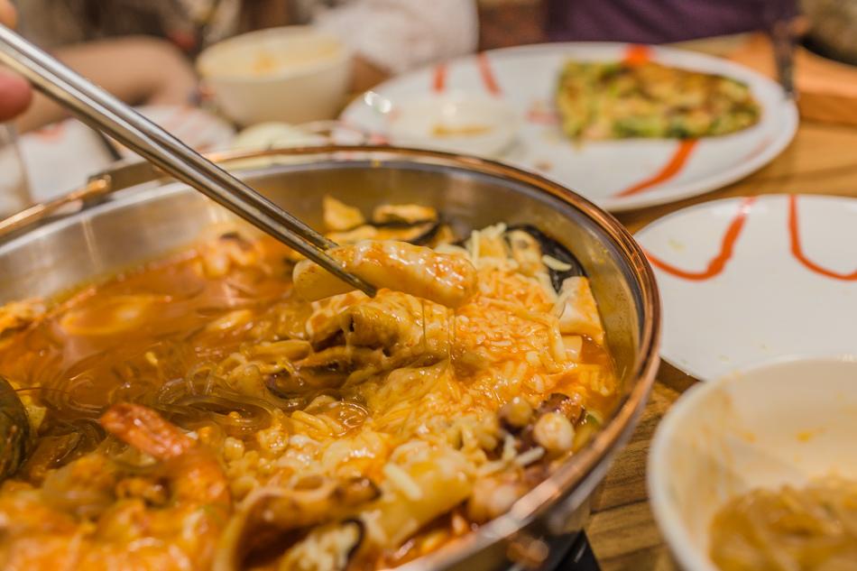 高雄美食 - 巨蛋泰一格韓國年糕火鍋