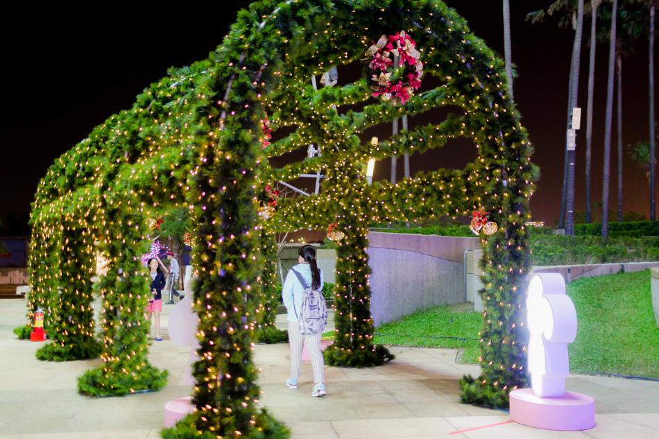 夢時代~高雄最新景點-愛.Sharing 2016,水晶球、聖誕樹、會轉的熱氣球、大雪人、大積木,到2017/1/3日止!!夢時代~高雄最新景點-愛.Sharing 2016,超大水晶球、聖誕樹、會轉的熱氣球、大雪人、大積木,到2017/1/3日止!!