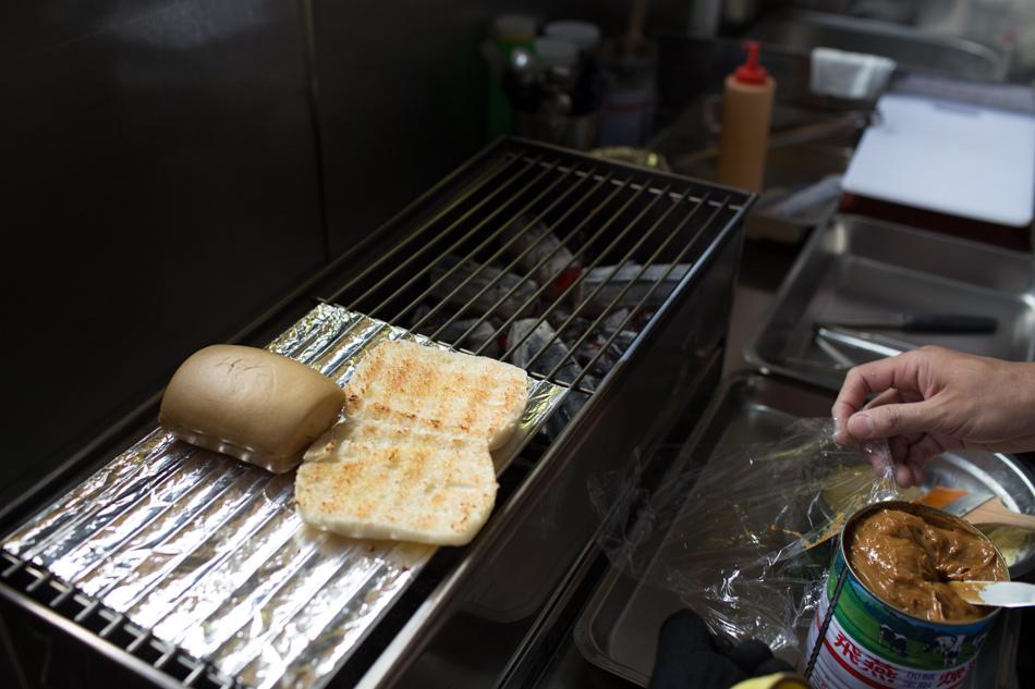 路邊碳烤手工饅頭