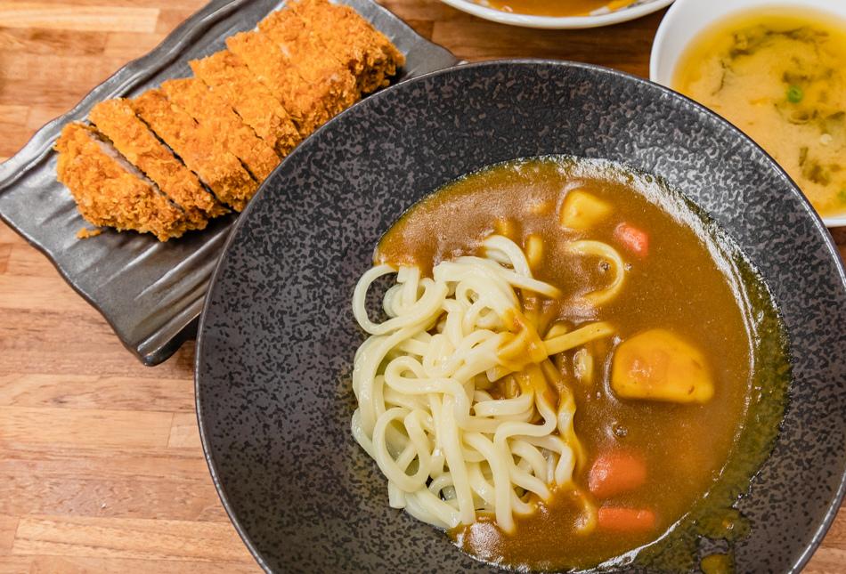 厚切豬排咖哩烏龍麵(150元)