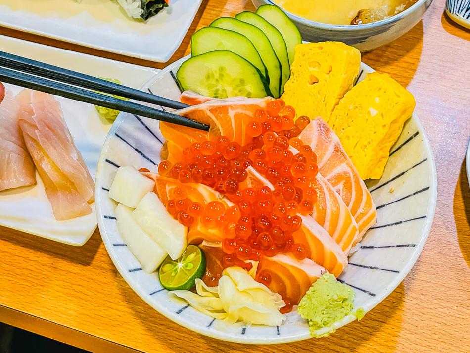 鮭魚親子丼(280元)