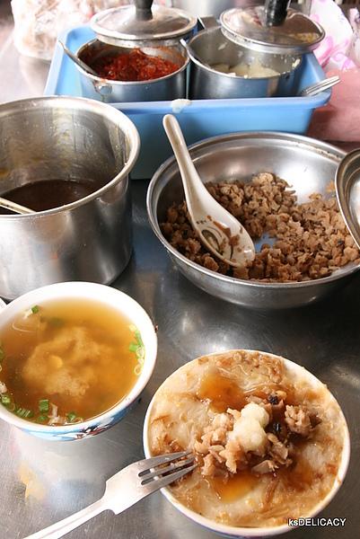 高雄光華市場-林家麻豆碗粿-附近也在賣的碗粿