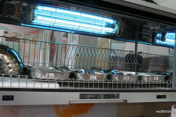 高雄-樂活LOHAS晨間飲食館-殺菌的機器
