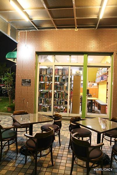 高雄左營遊戲飲食館GameCafe-店外